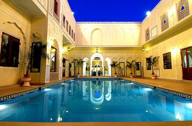 swimming-pool-raj-palace