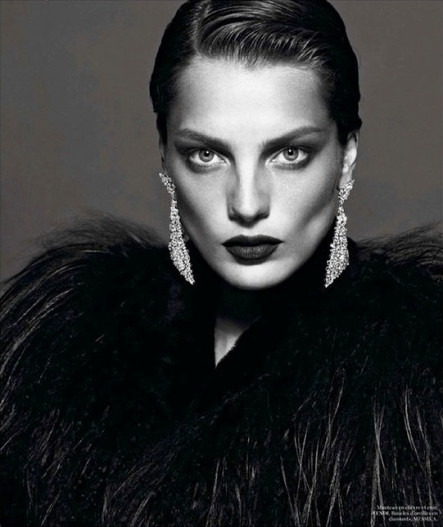 Black Bold Daria Werbowy Earrings Le Noir Shot By Mert And Marcus For Vogue Paris September 2017 Saved Chic N Living