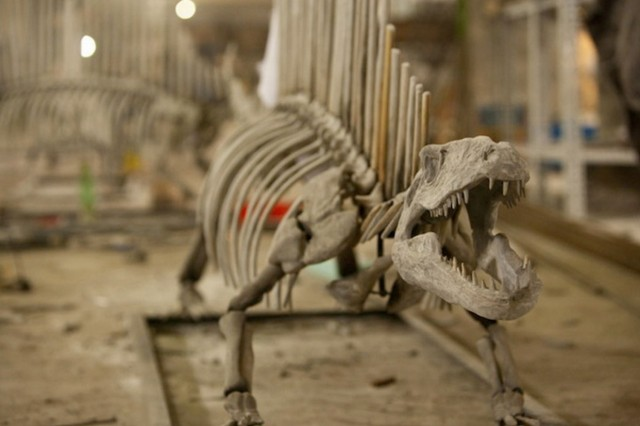 Louis Vuitton dinosaur bones being constructed des Champs-Elysées 2 floor view on Fubiz - saved by Chic n Cheap Living