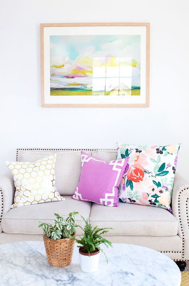 Armelle blog couch with floral cushion