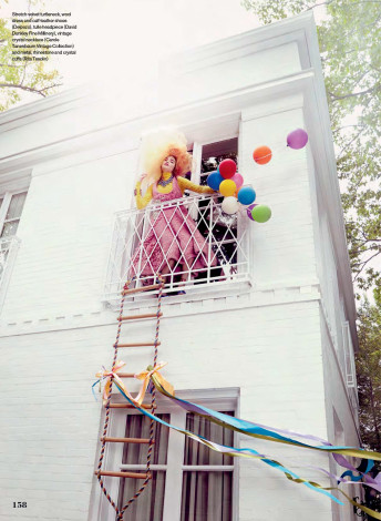 Elle-Canada-September-2015-shot-by-Owen-Bruce-balloons-on-balcony