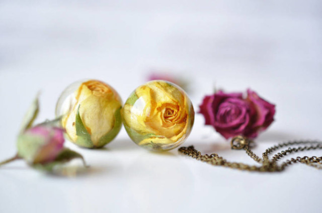 resity-yellow flower bal, necklace