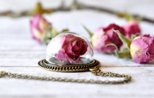 resity pink dome flower necklaces