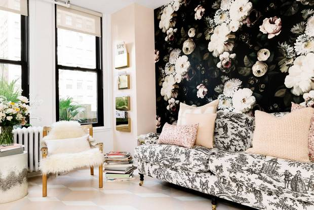 Rebecca Taylor's Chic New York Office blush and black floral Ellie Cashman wallpaper rebecca taylor office JULIA ROBBS FOR HOMEPOLISH