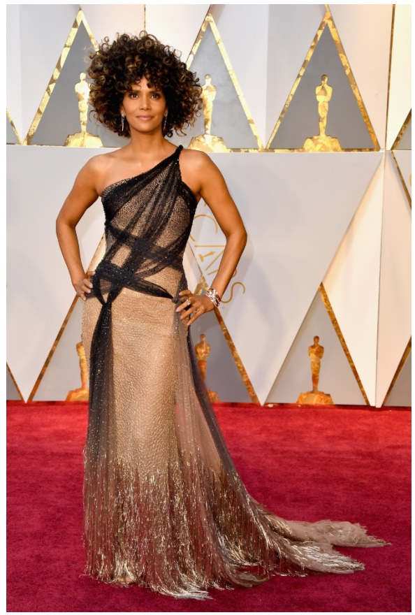 Oscars 2017 Best Dressed Halle Berry in Atelier Versace