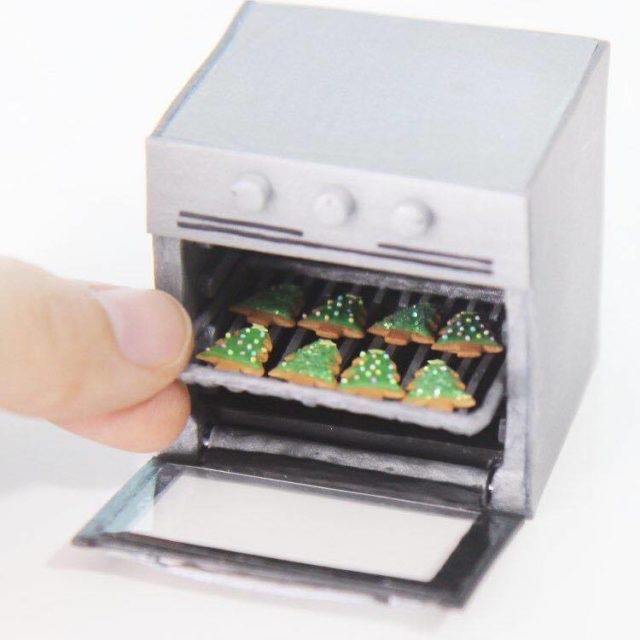 Aiclay miniature food sculptures cookies in oven