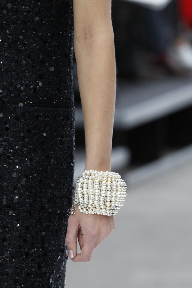 Chanel Autumn:Winter 2017 Ready to Wear Details pearl cuff