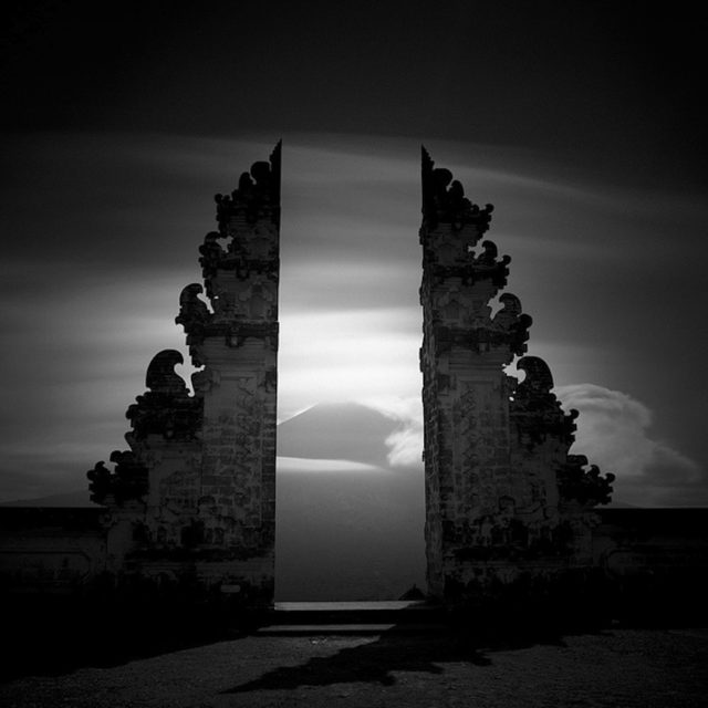 Hengki Koentjoro black and white monochromatic photography gate