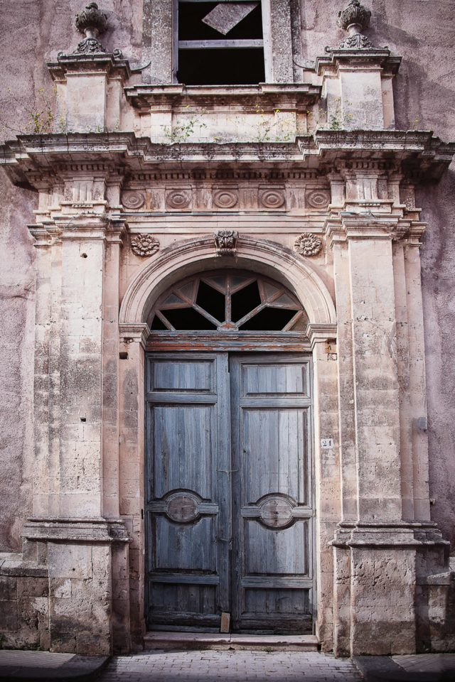 Beautiful doors door-in-noto-southern-sicily-conde-nast-traveller-11jan17-mcihael-paul_960x1440