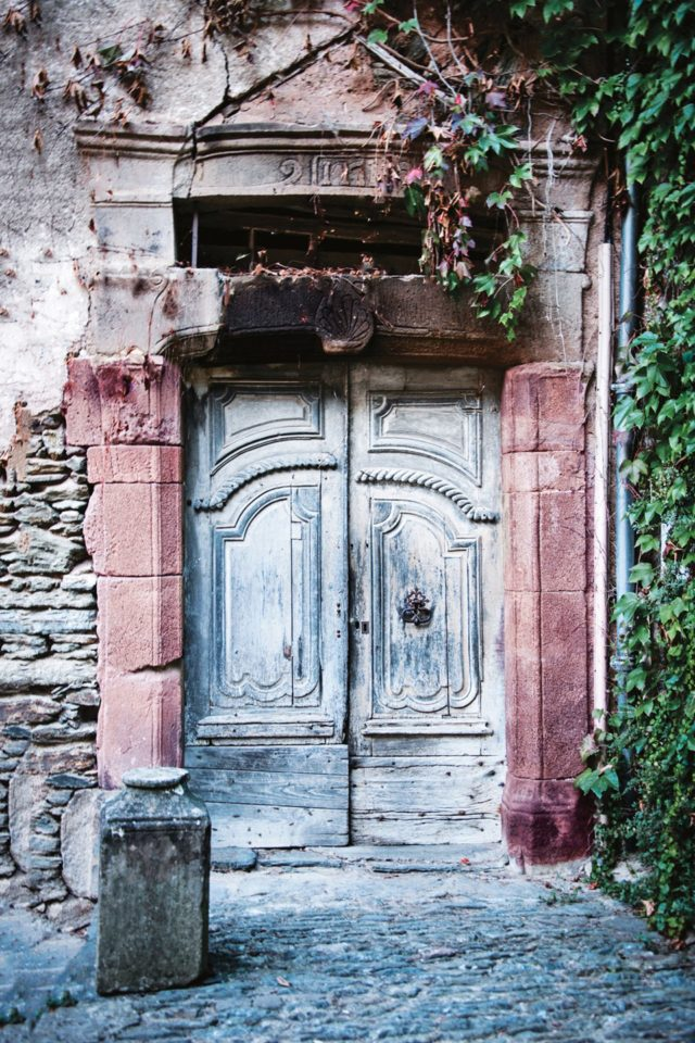 Beautiful doors traditional-door-in-Aveyron-france-conde-nast-traveller-8march17-michael-paul_960x1440