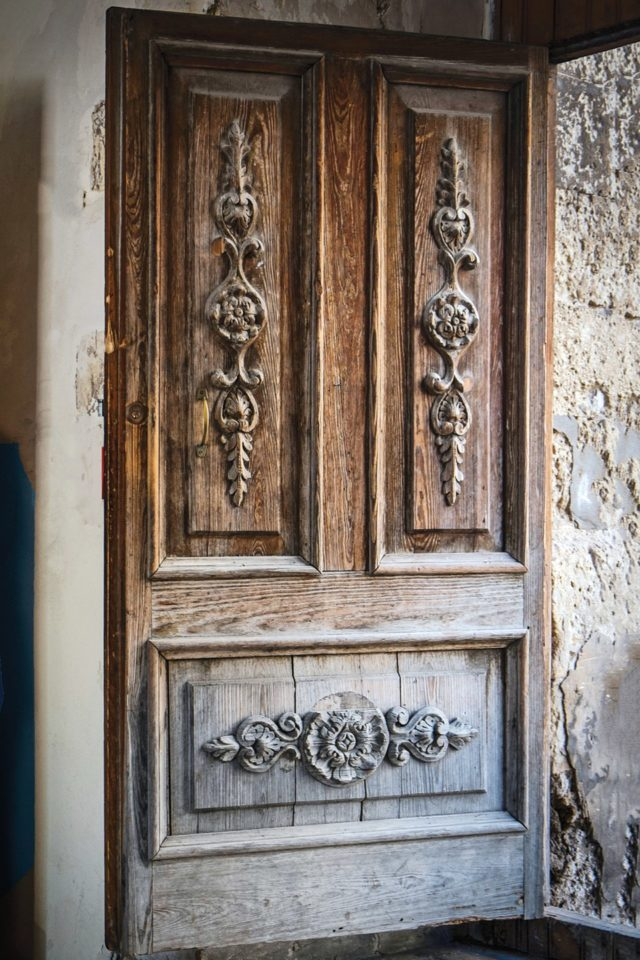 Beautiful doors wooden-door-in-noto-southern-sicily-conde-nast-traveller-11jan17-michael-paul_960x1440