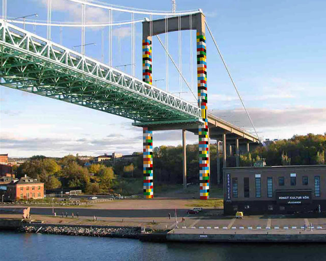 Lego-Bridge by Christo Guelov underneath