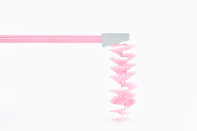 Flower-shaped color pencils shaving