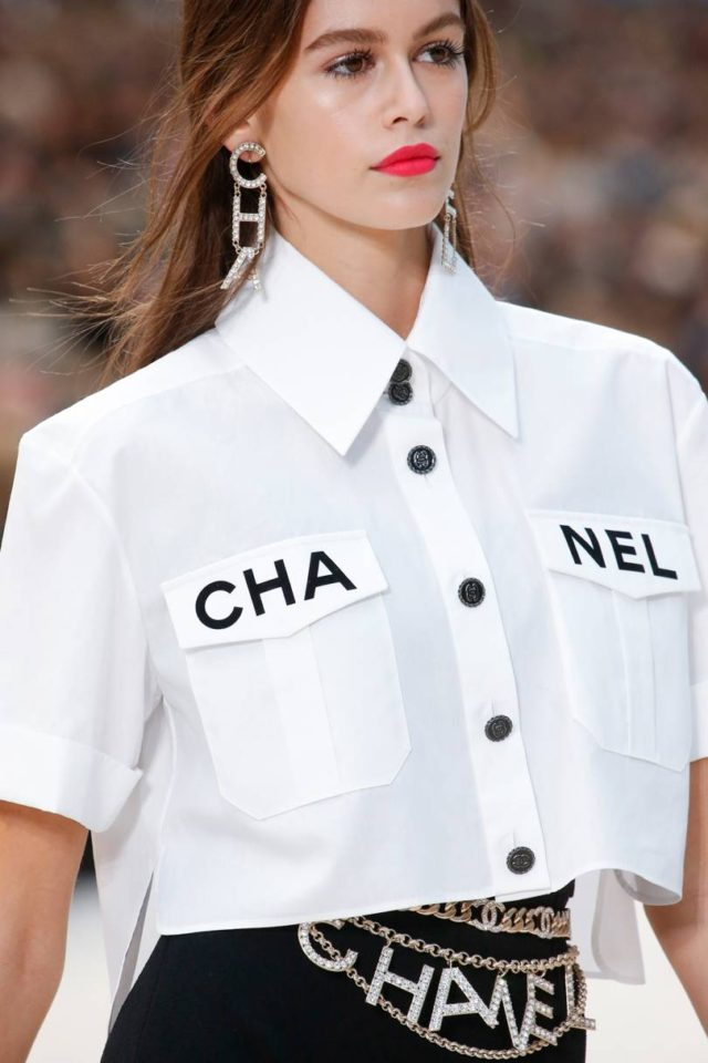 b9e22c1e77b4 ... Chanel Spring Summer 2019 Ready-To-Wear Details - chanel button down ...